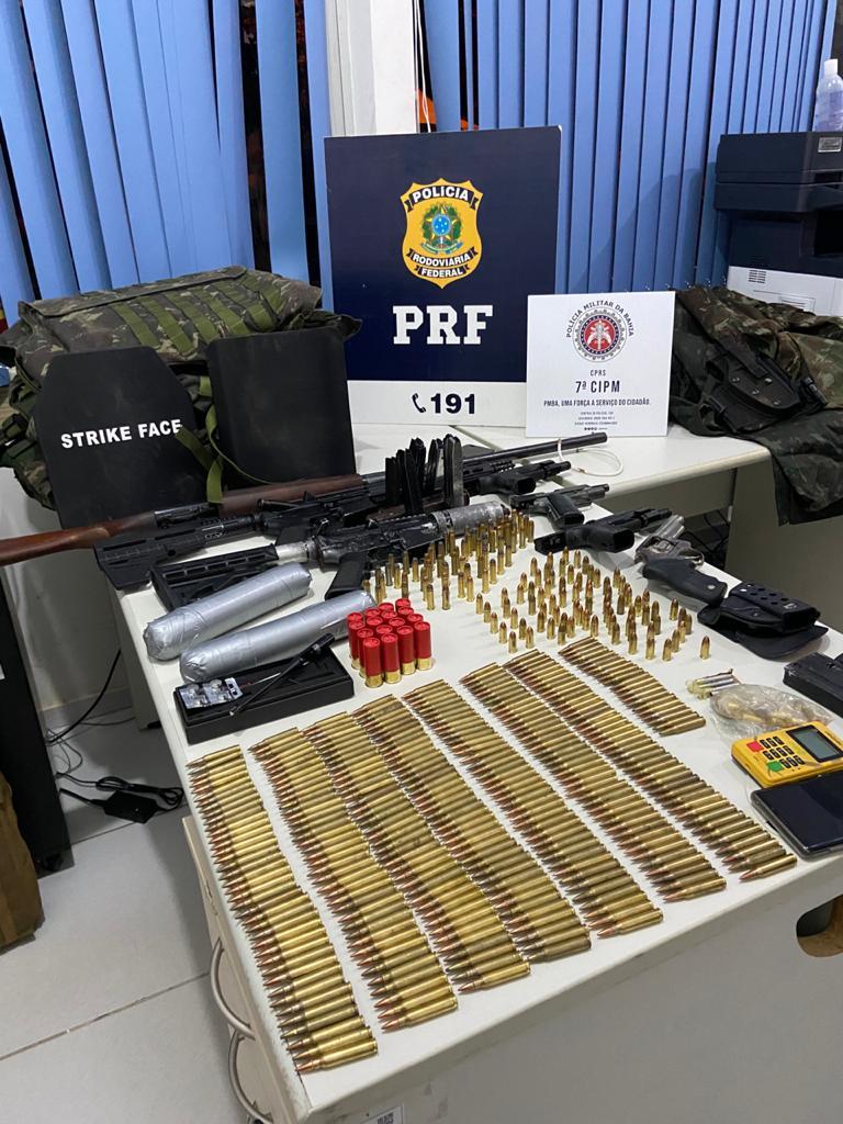 Suspeitos de assalto a banco são presos com arsenal bélico em Itabela 24